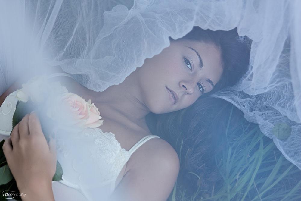 Photo in Portrait #beauty #beautiful #woman #roses #flowers #gras #landscape #portrait #fashion