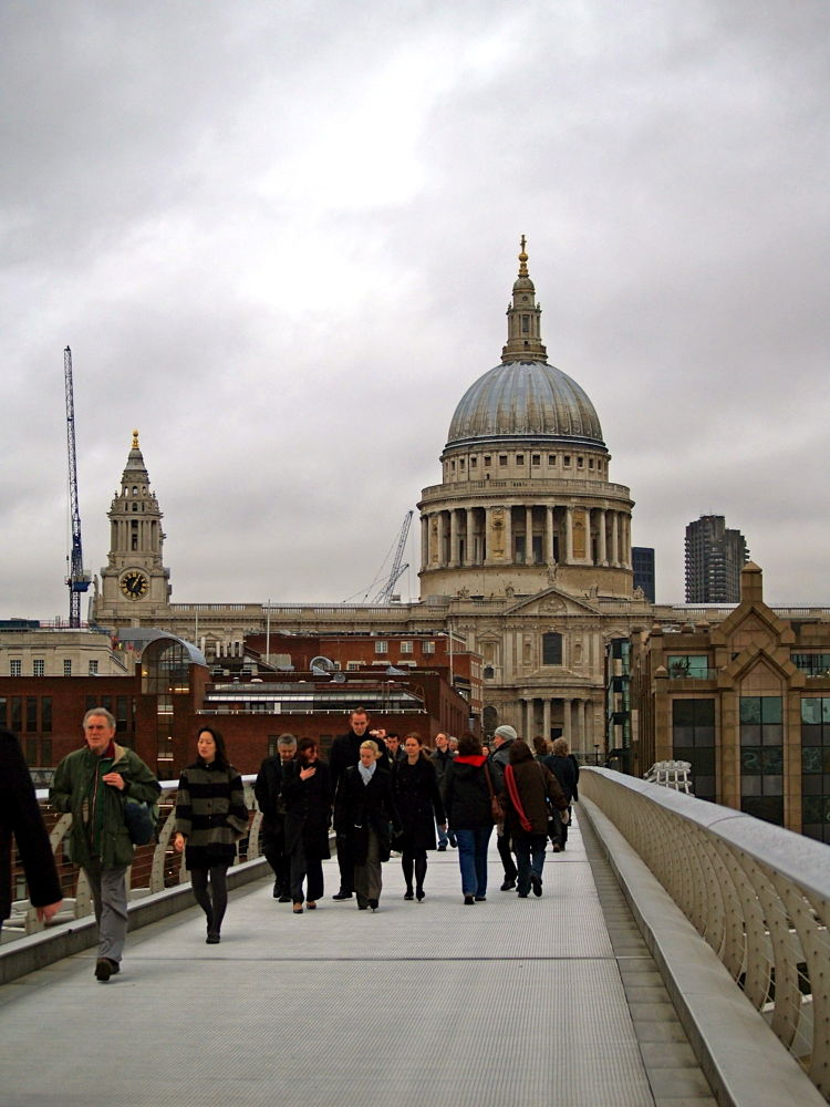 Millenium_Bridge___view_of_S.jpg by Enthusiasm