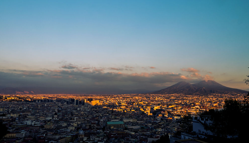 Lights and shadows on Naples by sofiadilauro