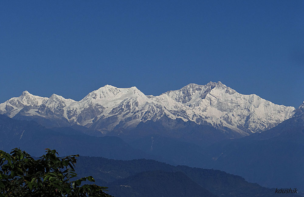RANGE OF MOUNT KANCHENJUNGHA  by Kaushik