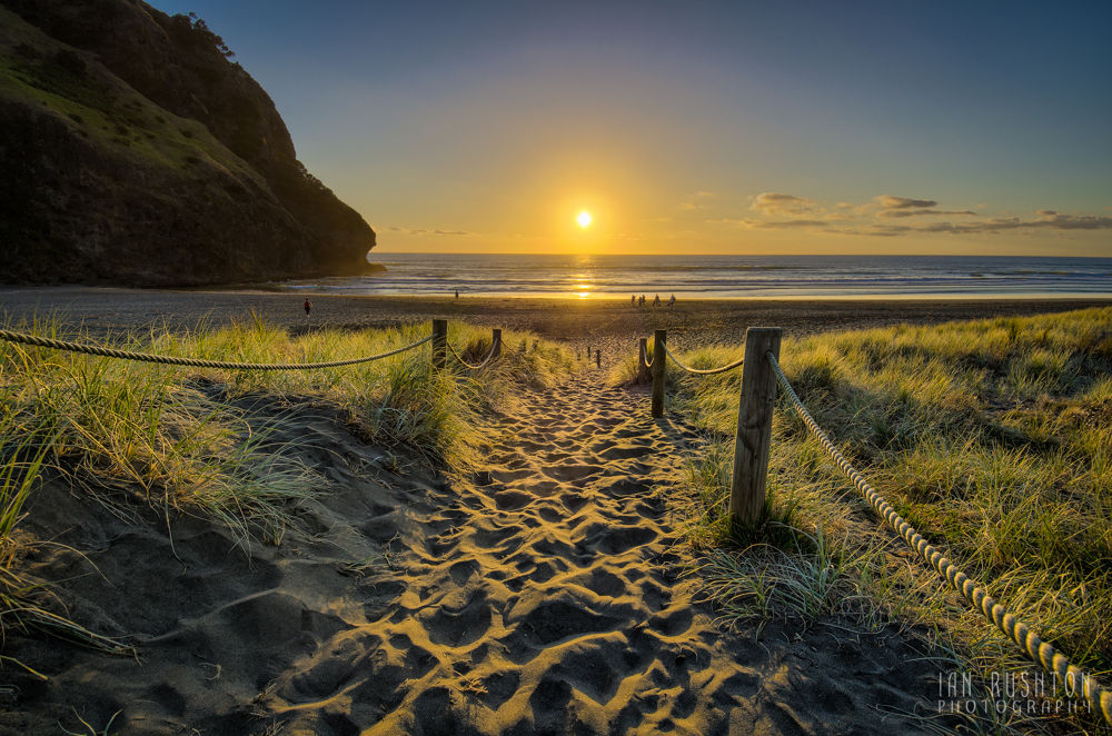 Piha, Auckland, New Zealand by Ian Rushton
