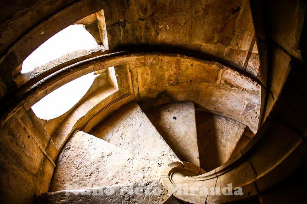 Escadas Convento de Cristo.jpg by NunoNetoMiranda