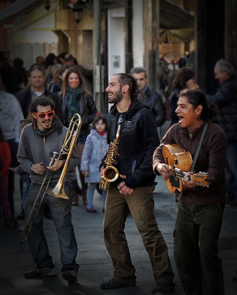 MUSICA EN LA CALLE by lolacamachotroyano
