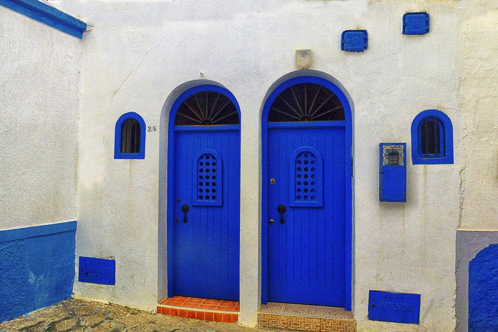 Puertas y ventanas II by lolacamachotroyano