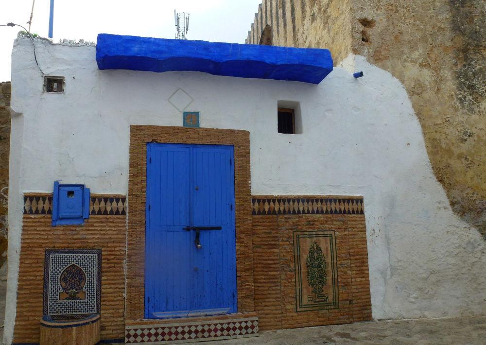 Puertas y ventanas III by lolacamachotroyano