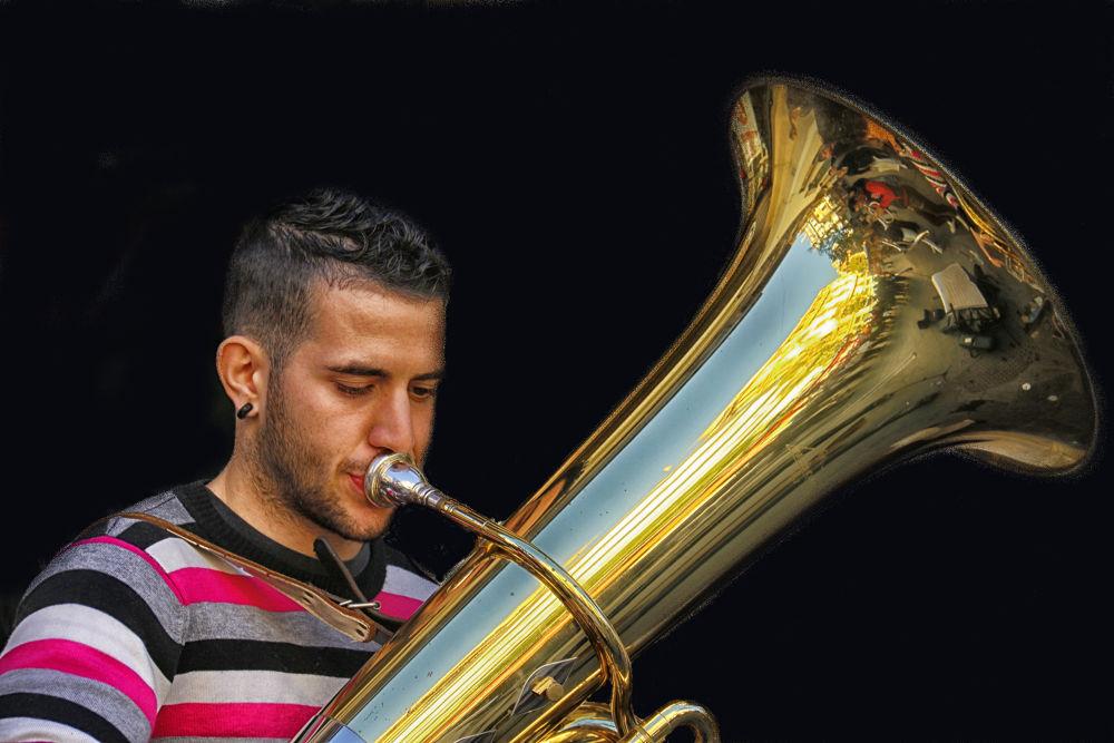 Tuba by lolacamachotroyano