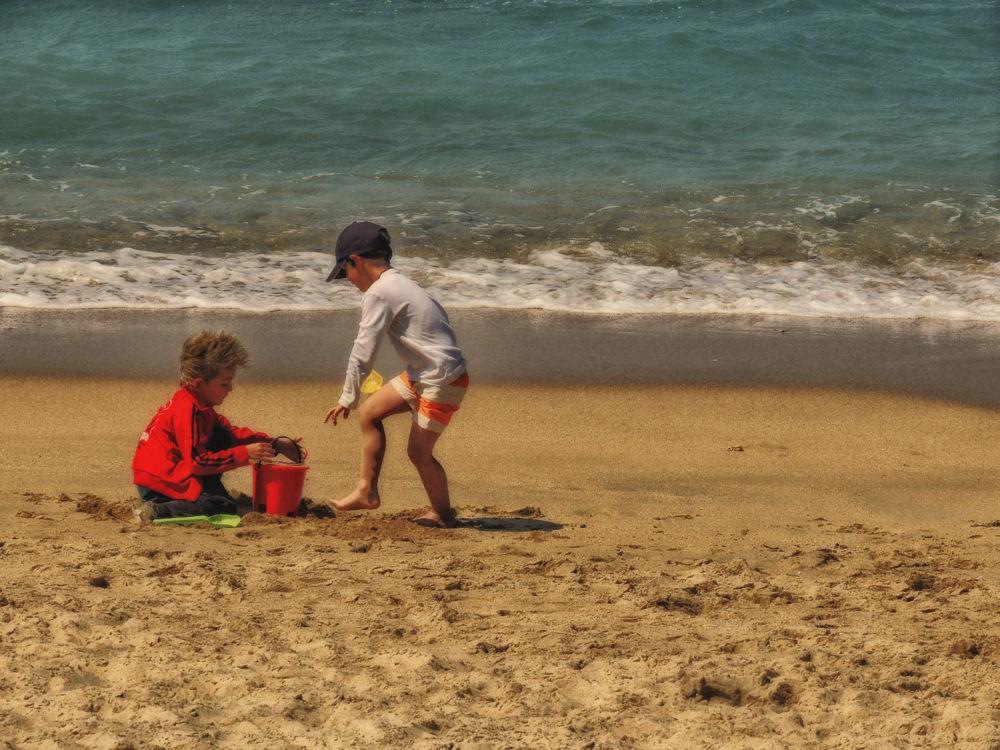 Los niños.la arena.y elmar by lolacamachotroyano