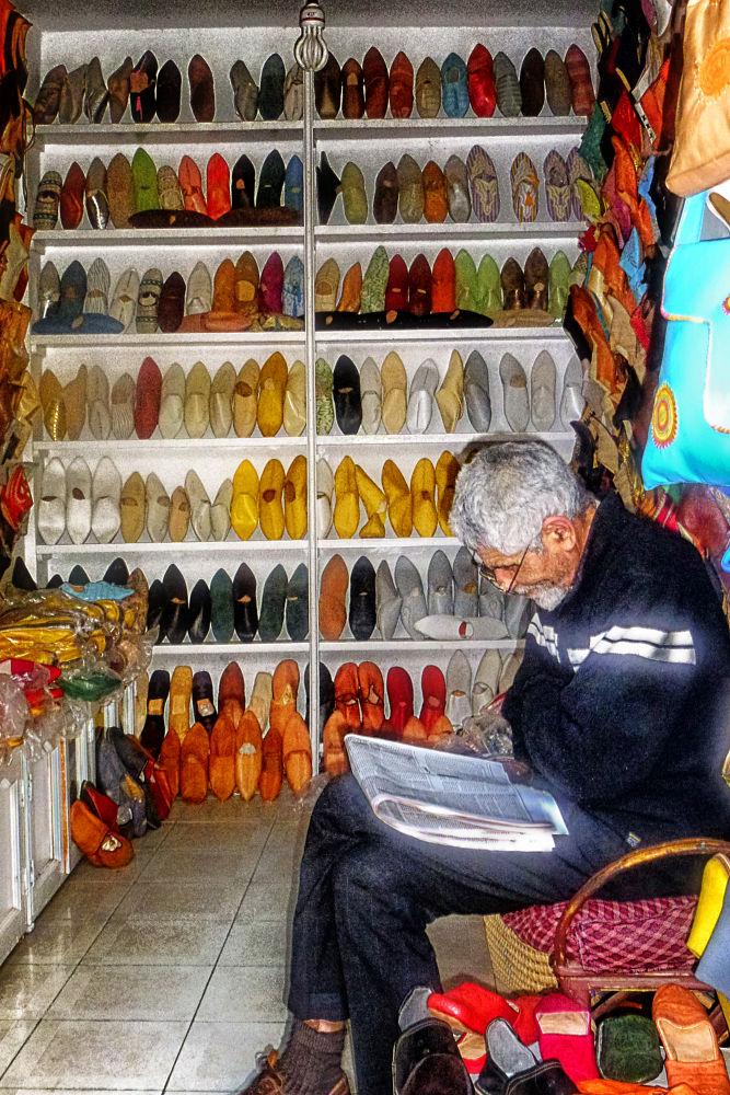 Zapatero a tus zapatos by lolacamachotroyano