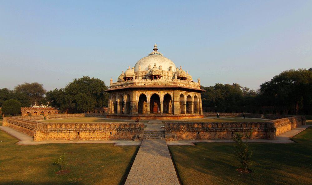 Noble man Isa Khan's Tomb, New Delhi by sudeepb