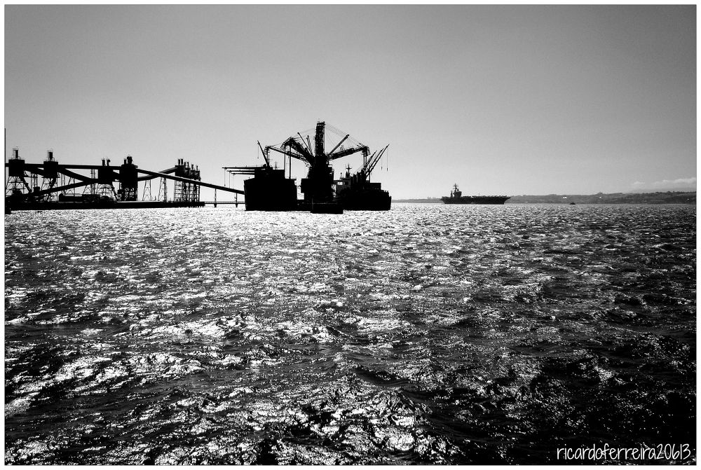 Lisboa. USS Eisenhower na foz do Tejo. by ricardoXPTOferreira