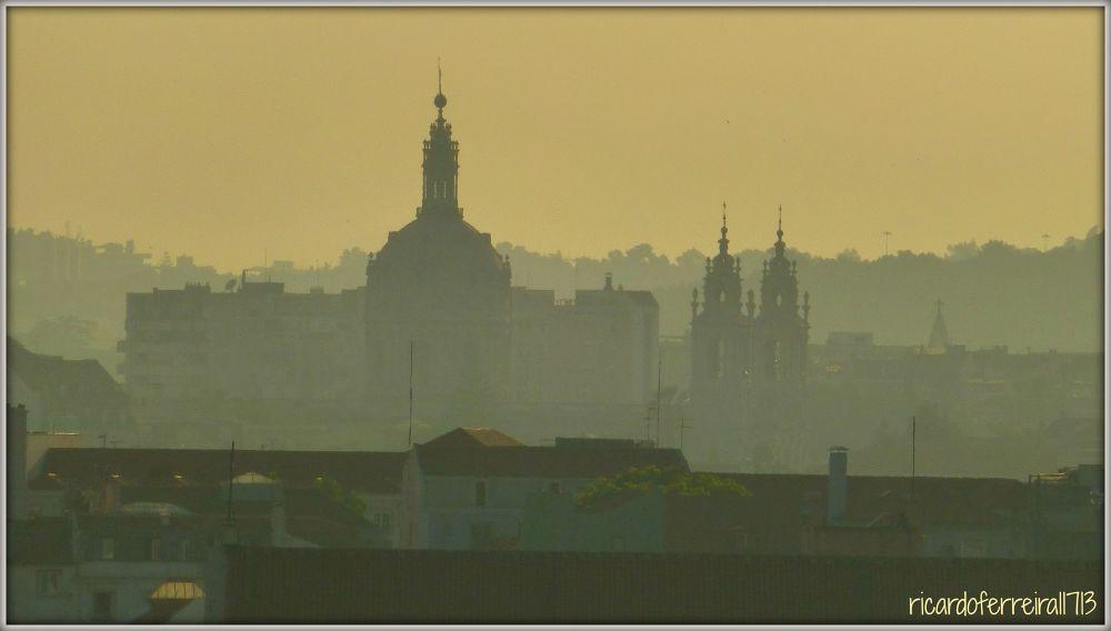Entardecer de verão em Lisboa, a Basílica da Estrela na neblina. by ricardoXPTOferreira