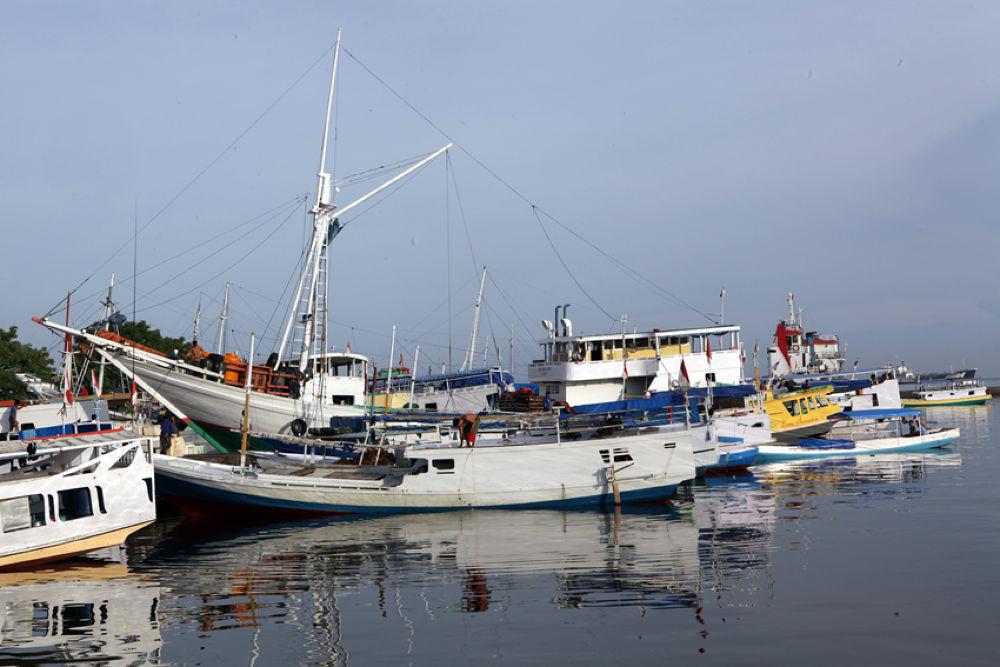 Pelabuhan Paotere Makassar by alimuddinsultan