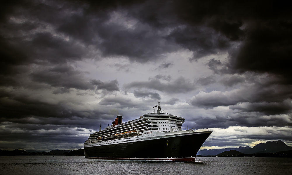 The Queen Mary 2 by Henny