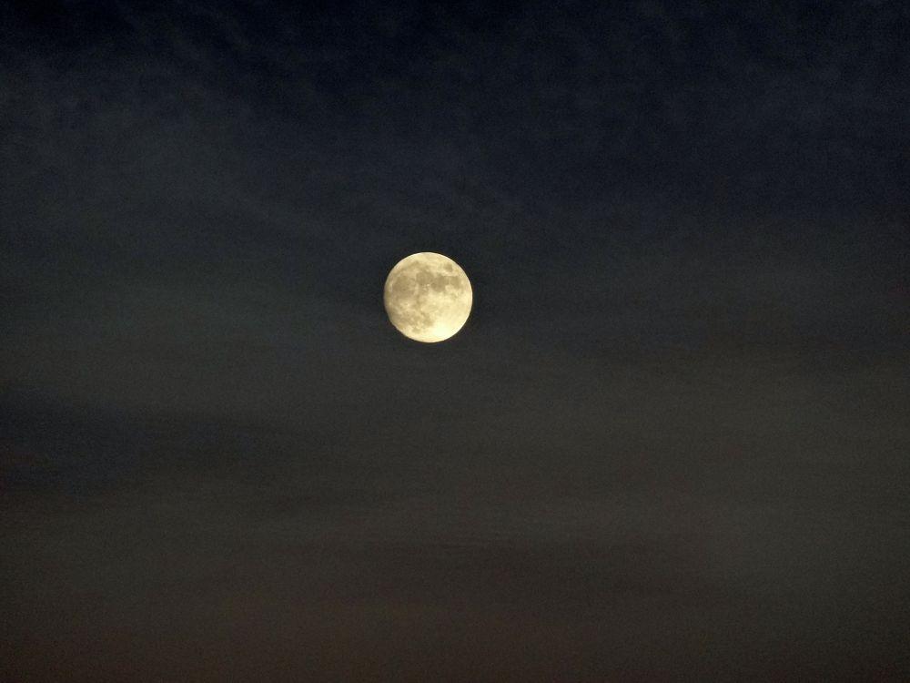 Belle lune by BRISYL