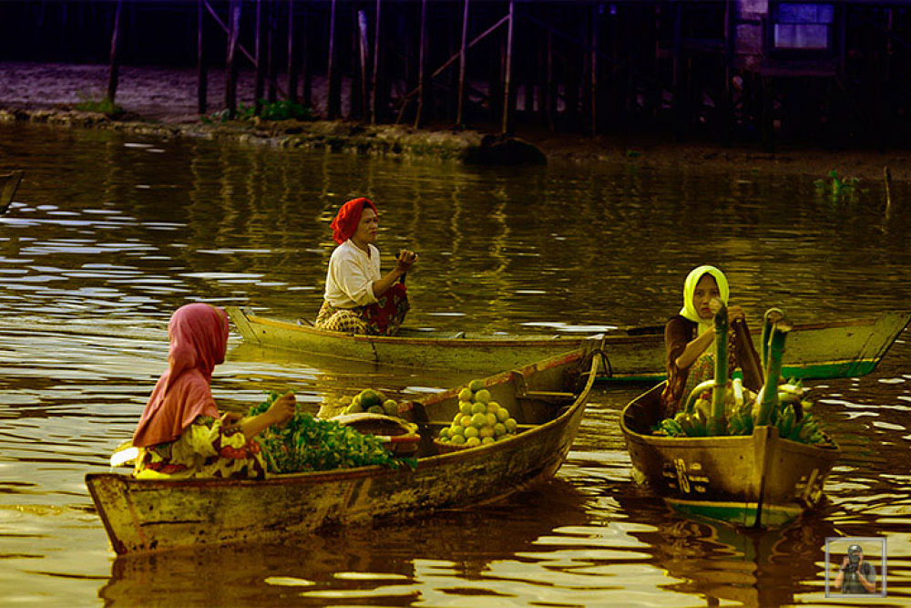 Floating Market, Lok Baintan, South Borneo by GustiNoorIfansjah