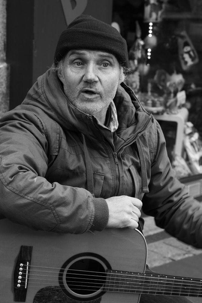 Chanteur de rue by leotempo