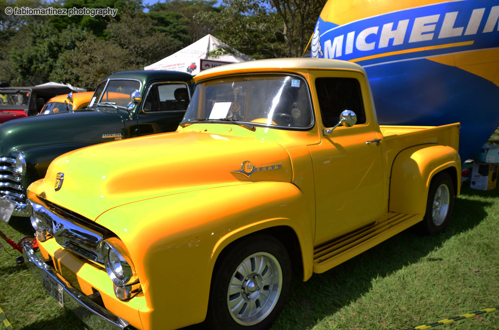 yellow truck.jpg by fabiomartinez