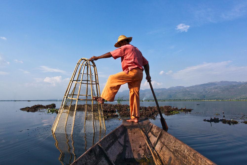 Inle Lake Fisherman by perakman