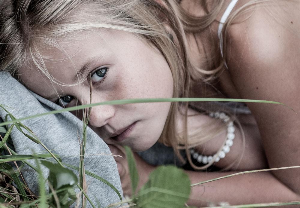 Photo in Portrait #girl #child #wood #portrait #emotion #romantic