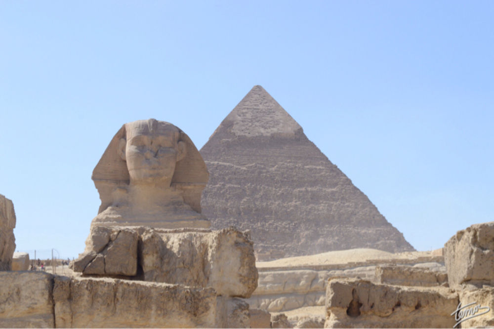 Sphinx & King Khufu Pyramid by temos.photos