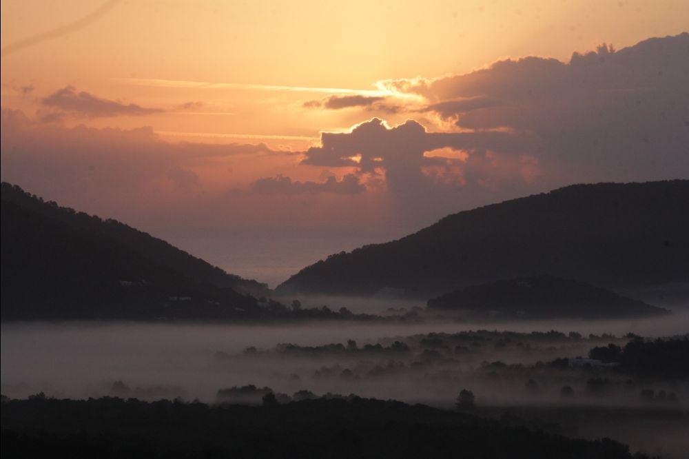 amanecer con niebla by carmenvich