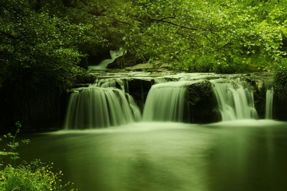 Mountain ice cream waterfall...  by lozio