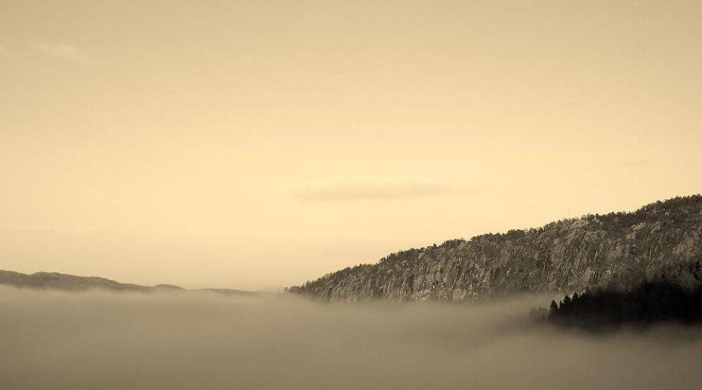 Bergen in morningfog by wargwind