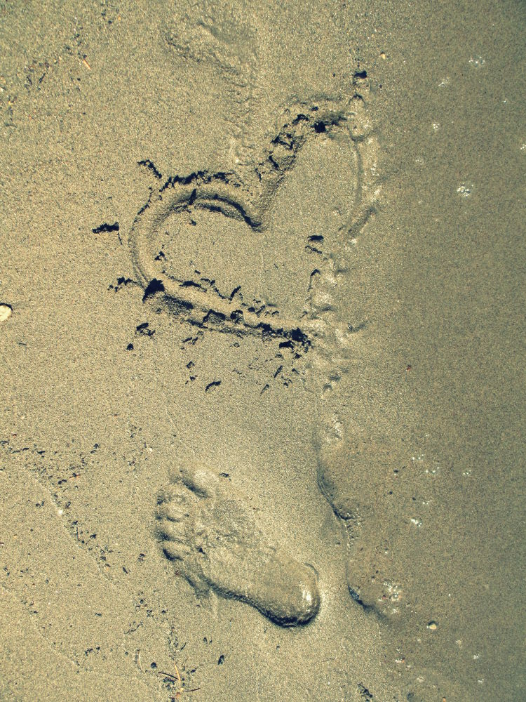 Footprints by sunshinegirl87