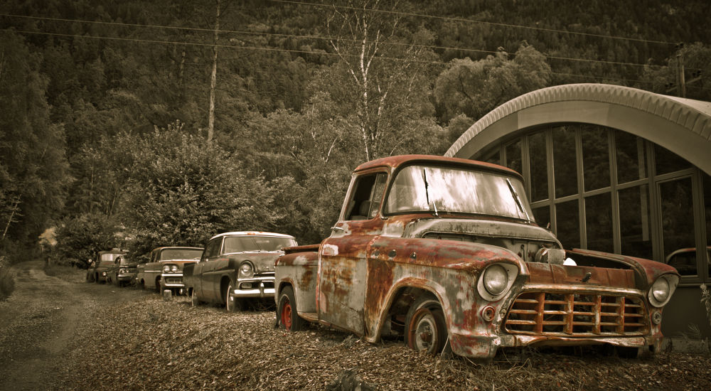 Car graveyard by heresmihai