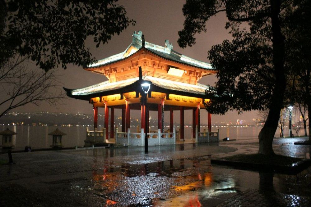 The West Lake in Hangzhou by Beom Photo