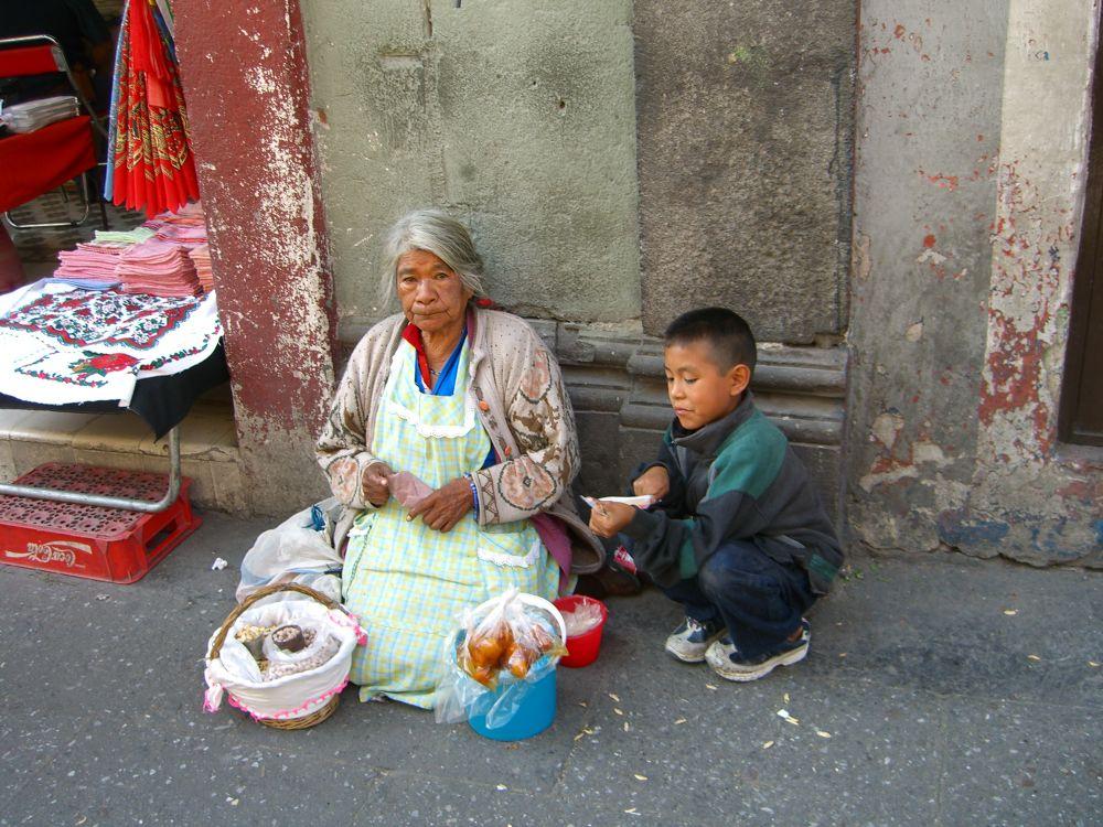 Junto a abuela by lunasol9085790