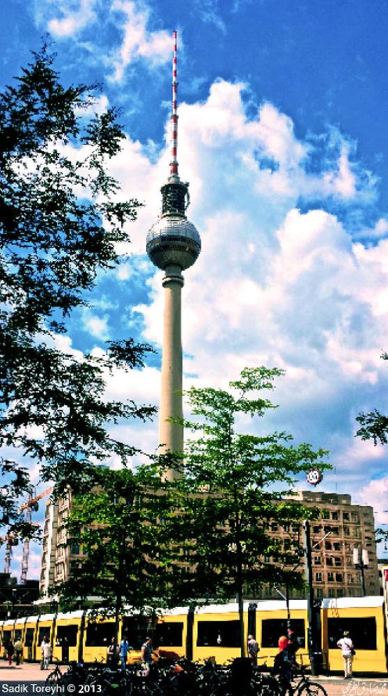 Alexanderplatz,Berlin by Toreyhi