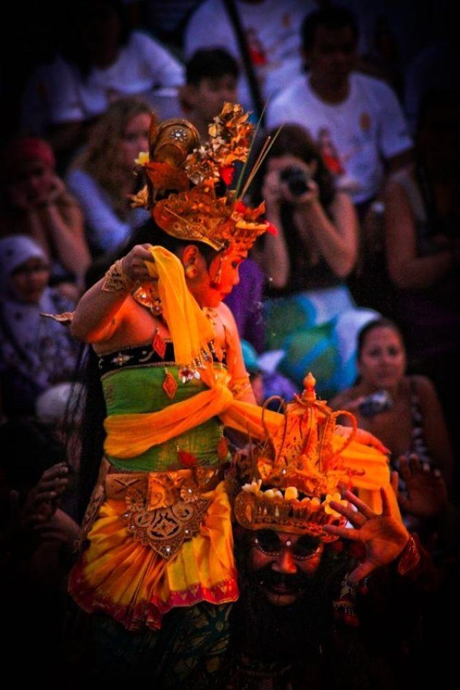 Uluwatu Kecak Dancers by tutunj