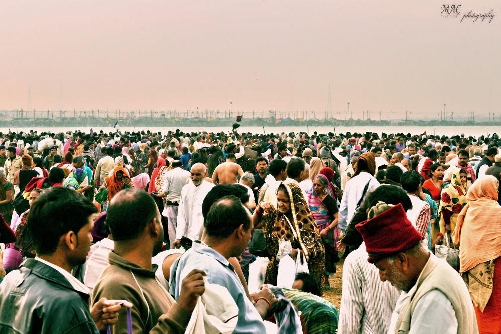 crowded pilgrims...jpg by mac_savoir_et_devoir