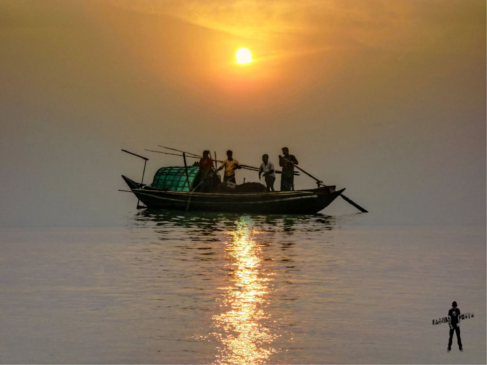 Boat-River Padma and Sunset.jpg by ЯΔJJIБ'S PЂØŦØ