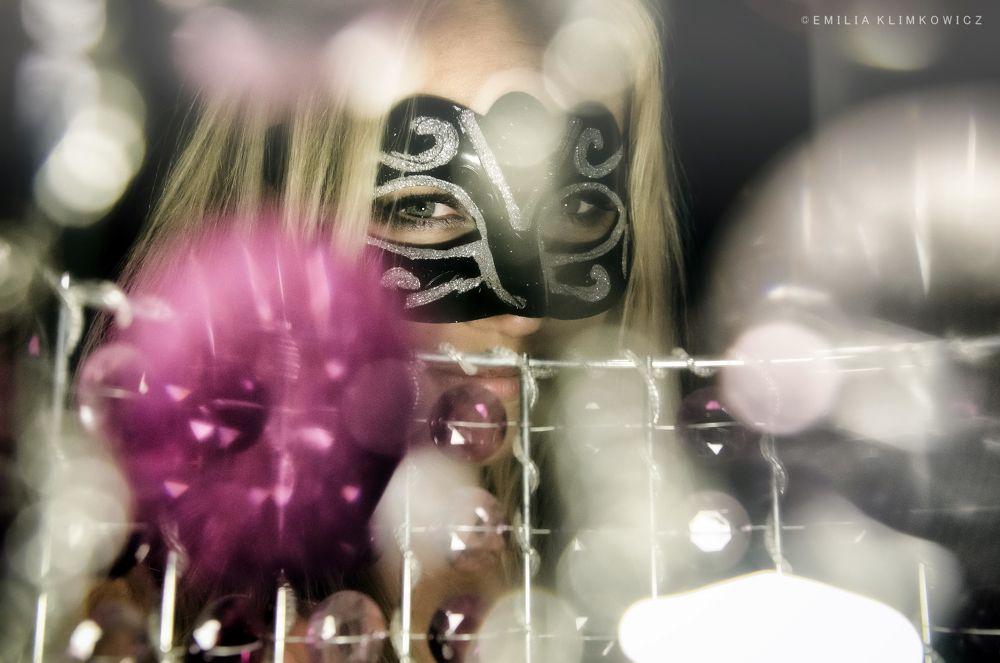 women in mask by Emilia Klimkowicz