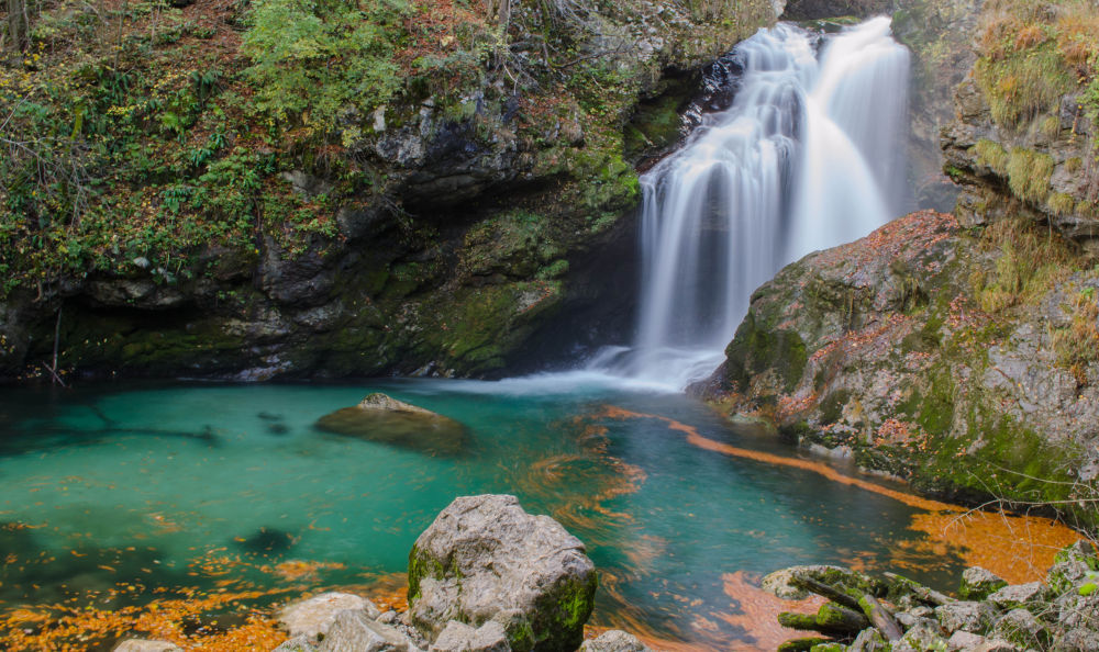 waterfall by chiticarupetrica