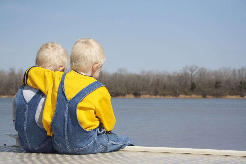 Twins at the Tennessee River by laurencupples