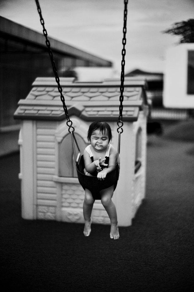 Wink on a swing by mkesuma