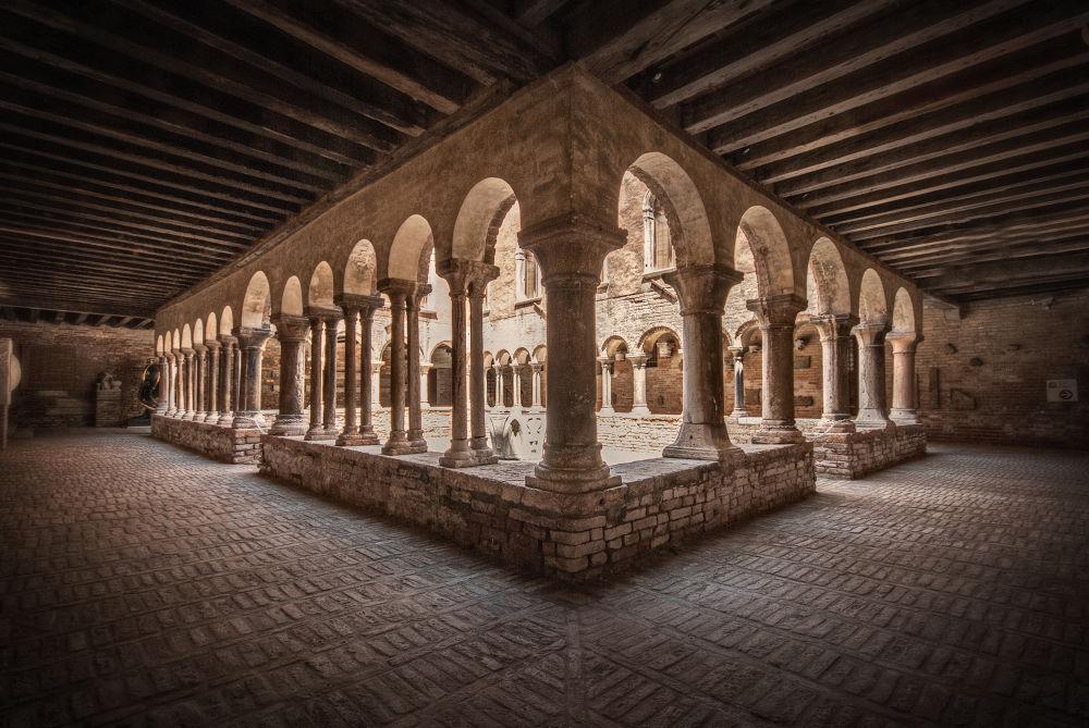 Venezia Chiostro di San'Apollonia by mauriziofecchio