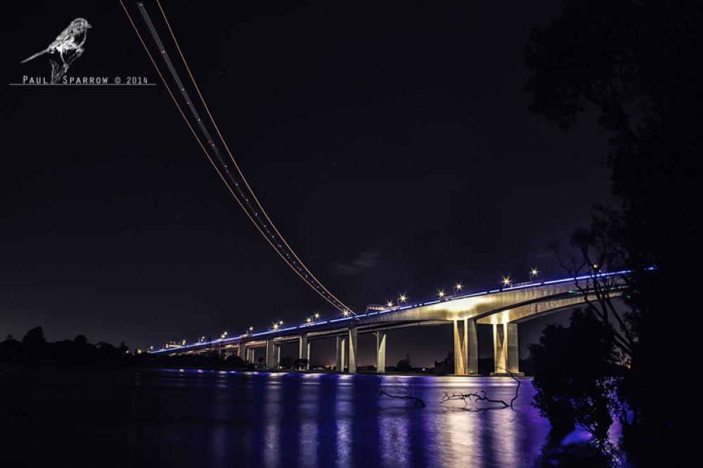jet light trail by Paul Sparrow
