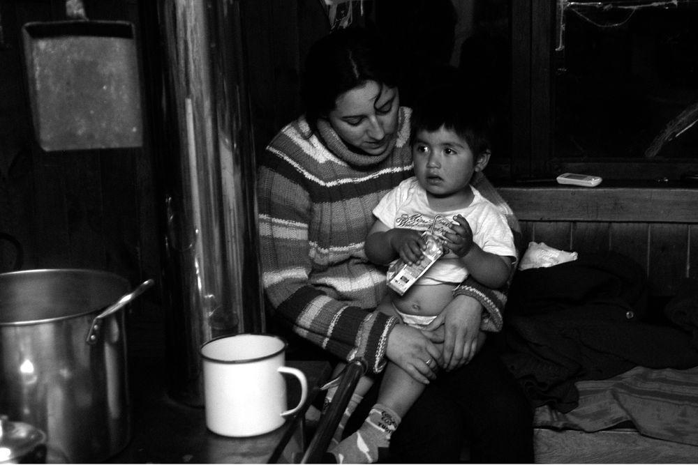Familia del Sur de Chile - Yerbas Buenas X Región de Los Lagos, Chile  by rolooyarzun
