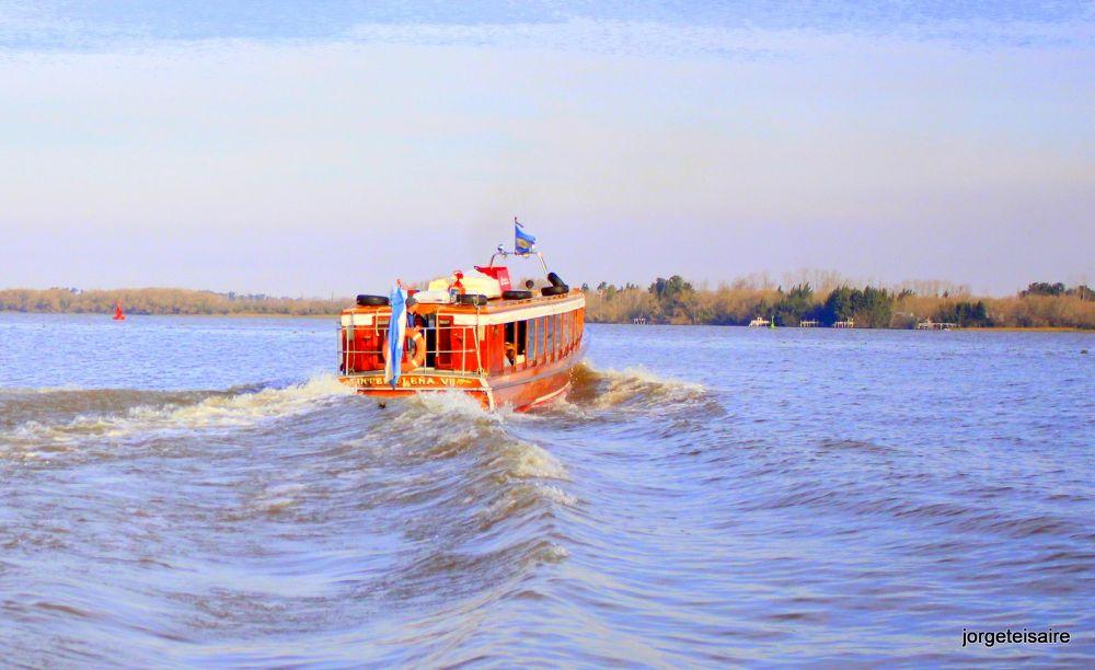 04-IMG_2574Crossing the Parana de las Palmas River, Argentina. by jorgeteisaire