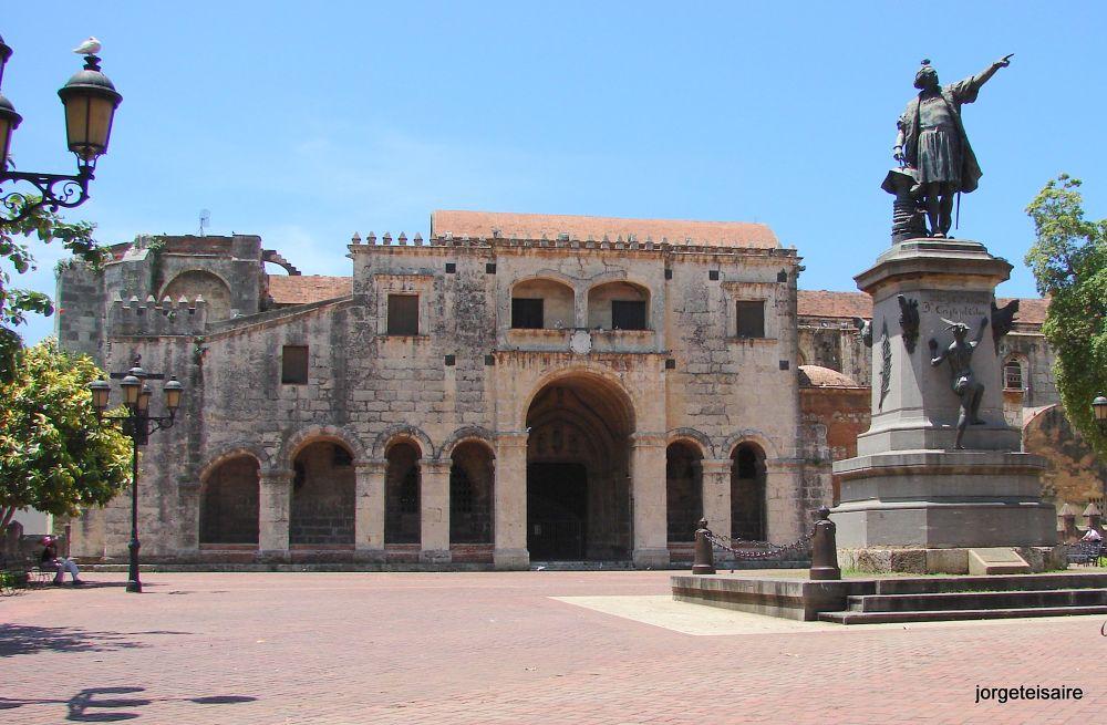 Santo Domingo, Monumento a Don Cristobal Colon inagurado 1887 by jorgeteisaire