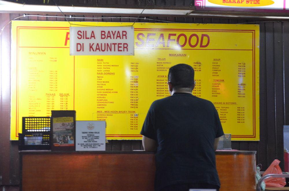 SILA BAYAR DI KAUNTER by Anakbentayanmuo