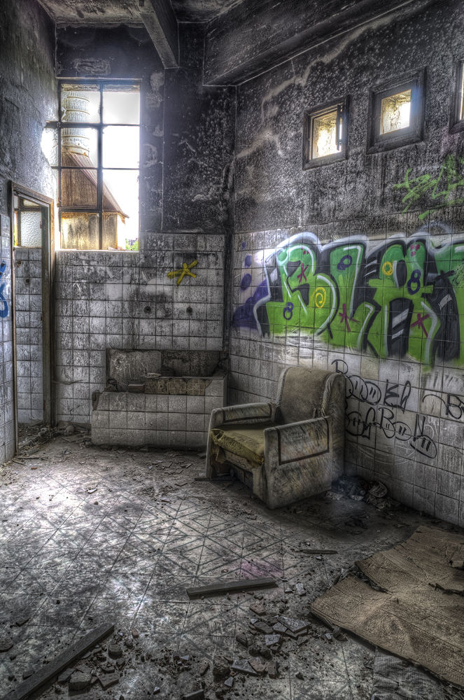 WC couch by laurentzimartinez