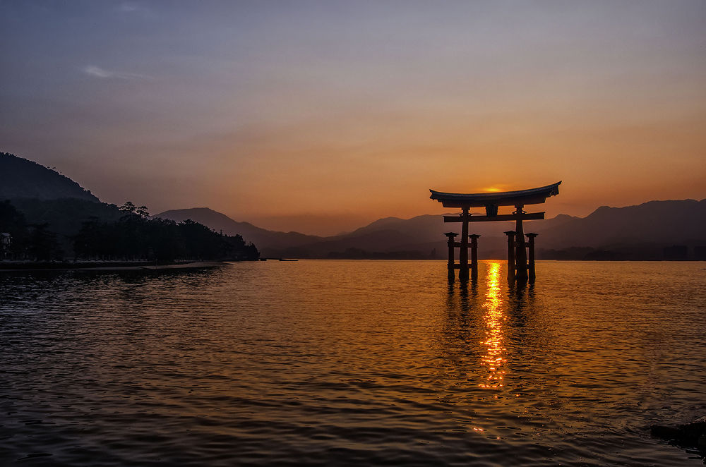 Miyajima sunset by laurentzimartinez