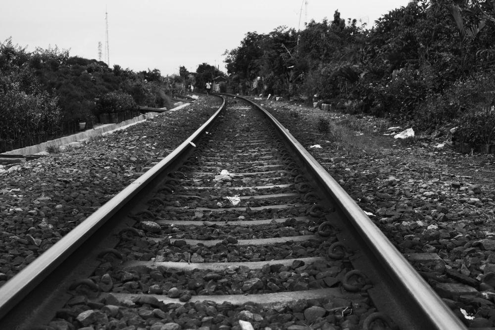 rail road by gnyomi