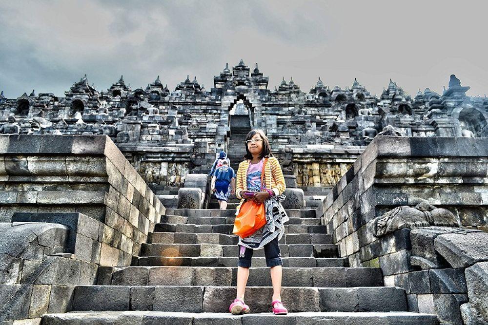 my daughter at Borobudur tample by gnyomi