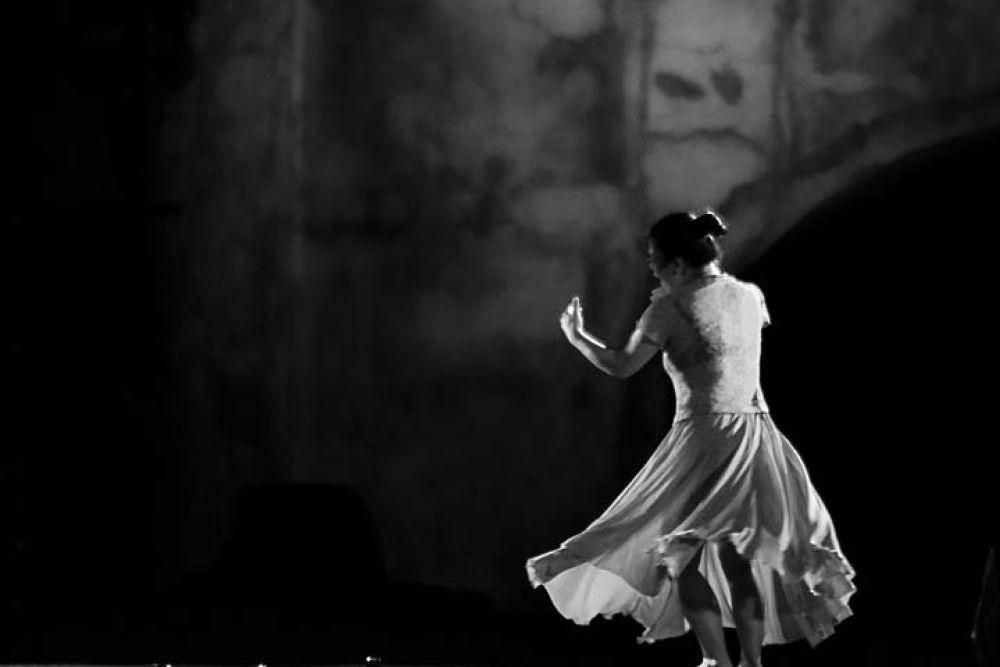 dance by gnyomi